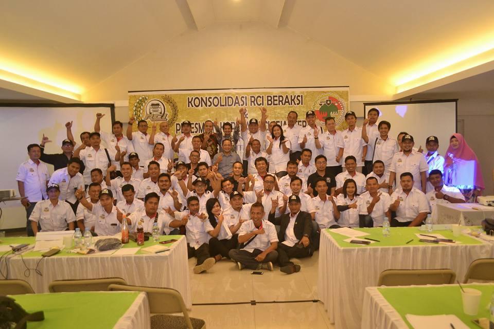 foto bersama konsolidasi Rent Car Indonesia bekasi